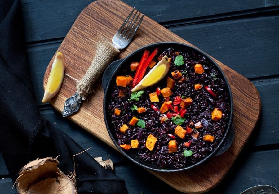 Black party food ideas - black rice paella